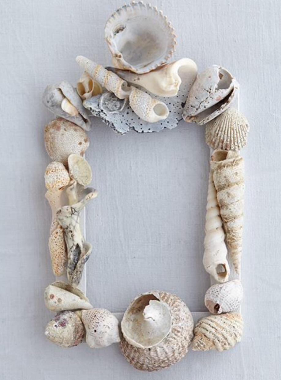 Seashell photo frame craft